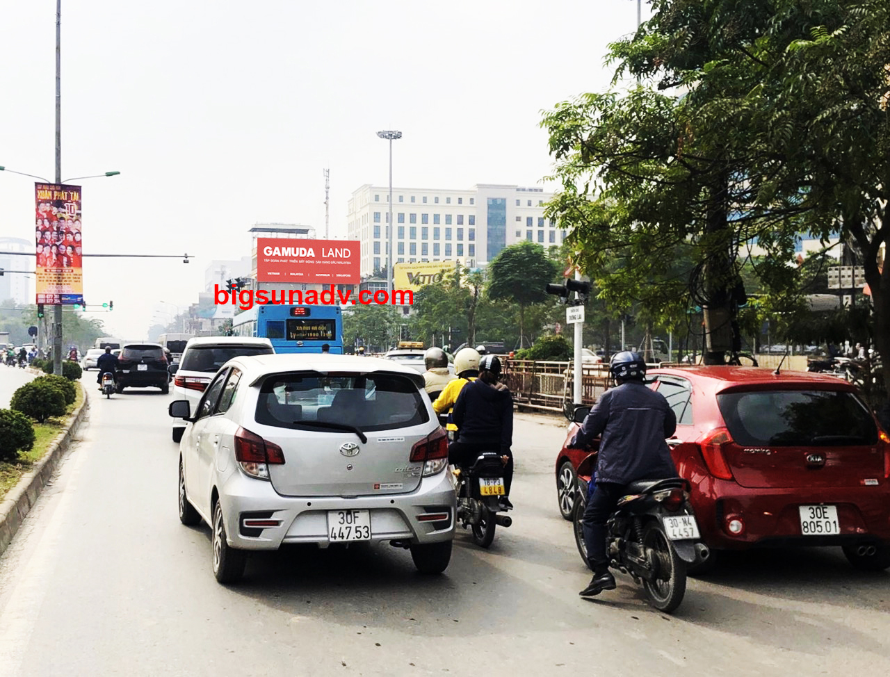 Quảng cáo nhãn Gamuda tại nút giao Đại Cồ Việt - Xã Đàn -  Giải Phóng - Lê Duẩn