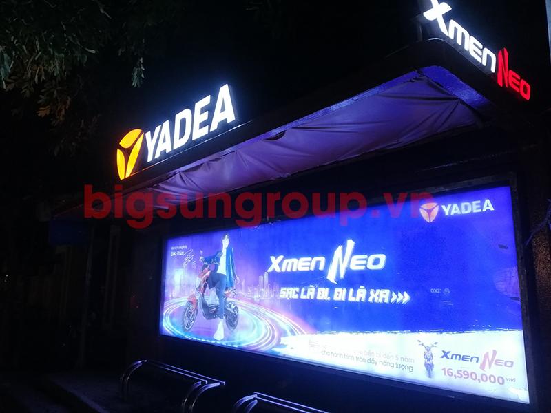 Quảng cáo nhà chờ xe bus kèm logo trên mái nhãn xe đạp điện Yadea