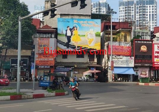 Quảng cáo cho nhãn hàng Enchanteur tại ngã 4 Lò Đúc, Trần Khát Chân , Kim Ngưu